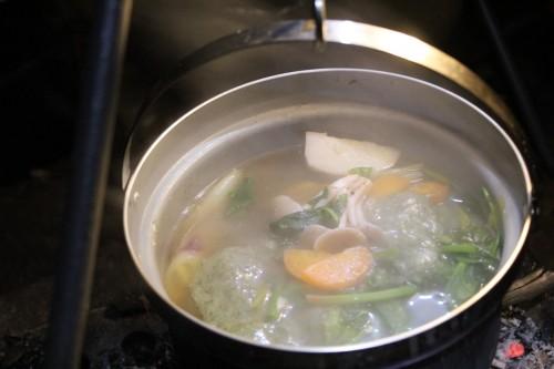 茨城県産の野菜と有野実苑のお餅で作るお雑煮