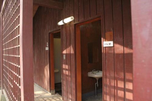 トイレ。人によっては虫とかいるから嫌かも知れません。