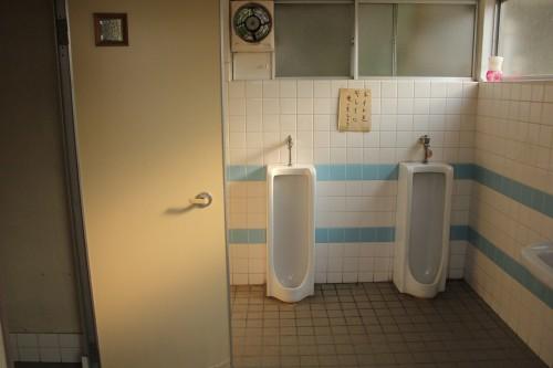 トイレは清掃されているけど、ウォッシュレットではない。