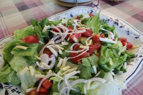 サラダを作っておくと、焼き上がるまでの繋ぎ、箸休めになります。