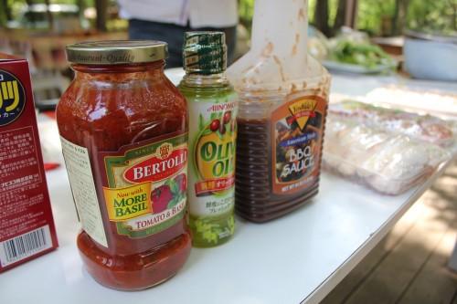 ヨシダソースやオリーブオイル、岩塩などを使ってオシャレに味をつける