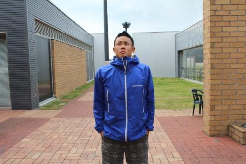 174cm,痩せ型:レインダンサー着用Mサイズ、袖丈・裾丈共にちょうどカバーされる程度