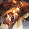 焚き火で調理をするなら、熾火(おきび)の状態にしてからにしましょう!