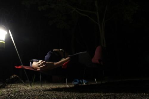 コットを使って寝そべって見ることで楽に夜空を見ることが出来ます。