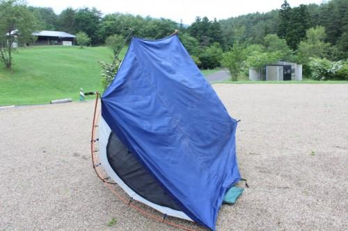 テントの裏側を干す