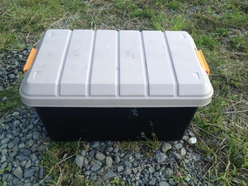 キャンプに大活躍のRVボックス。椅子代わりにも。