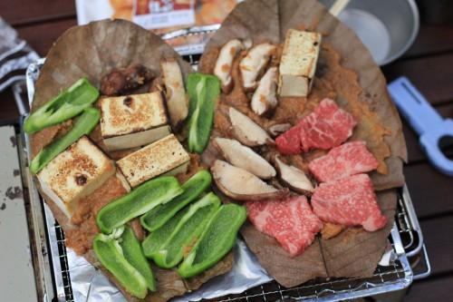 イワタニ炉ばた大将炙りやで牛肉の朴葉焼き