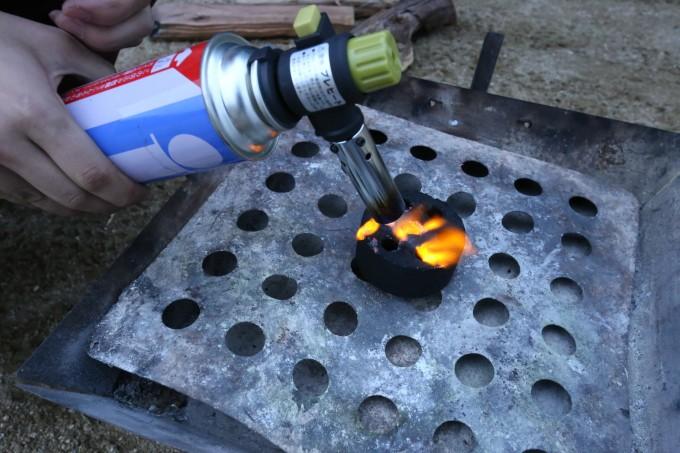 BBQでのマストアイテム【フィールドチャッカー】!火起こしはこれで完璧。〜初心者のためのキャンプ入門〜