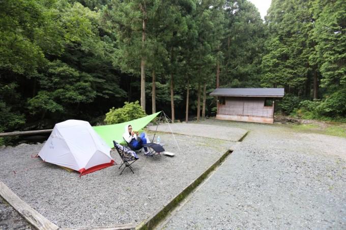 雨に強いテントサイトを選ぶのが良い。