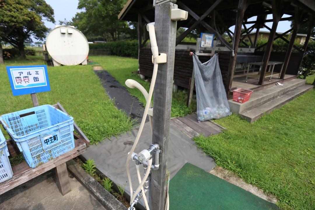 マイアミ浜オートキャンプ場内には色んな所にシャワーが設置されている。