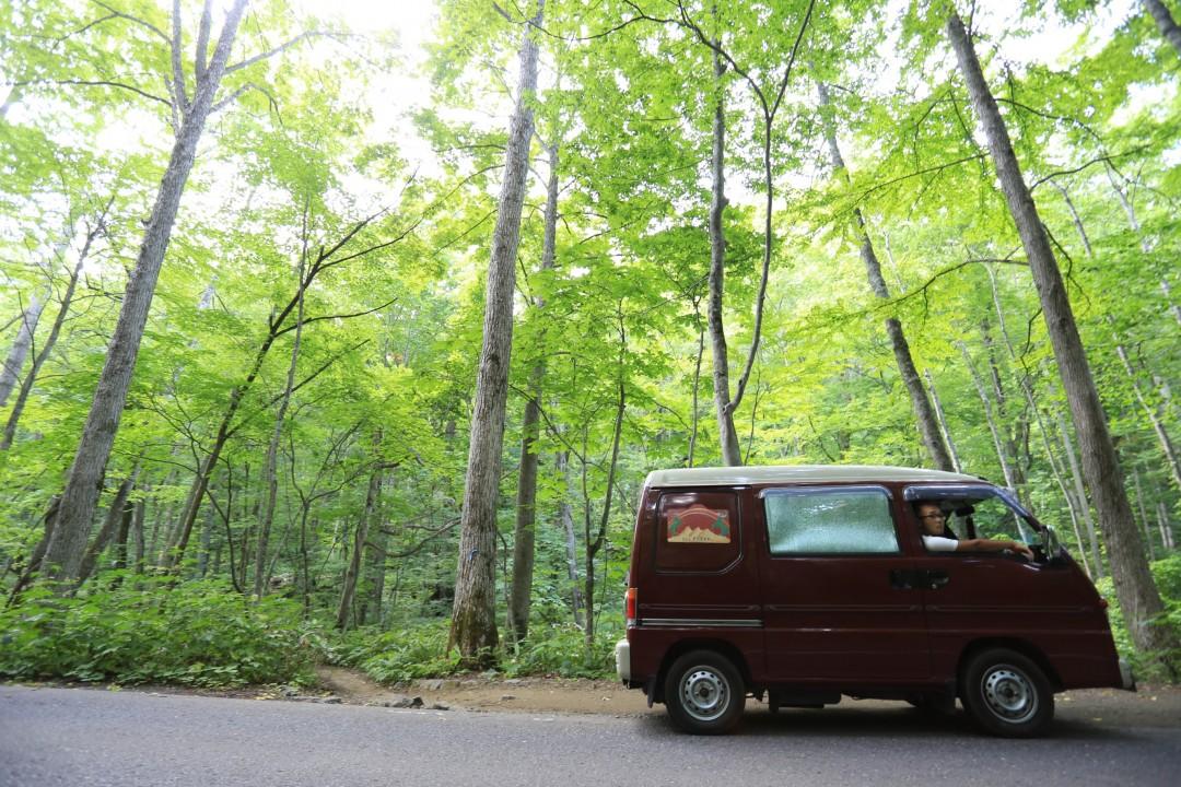 コンパクトカーや軽自動車でもキャンプに行ける方法