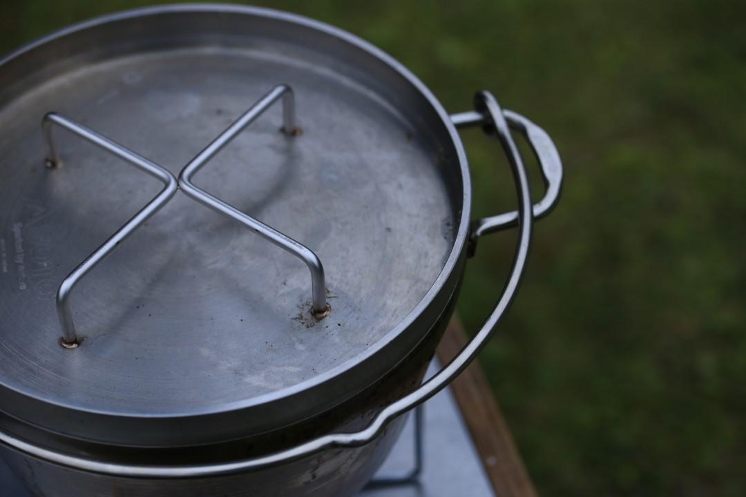 キャンプでダッチオーブンは欠かせないけれど、ガス器具には気をつけて