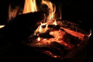 【初心者向け?】焚き火は春と秋のキャンプ時することをオススメします。