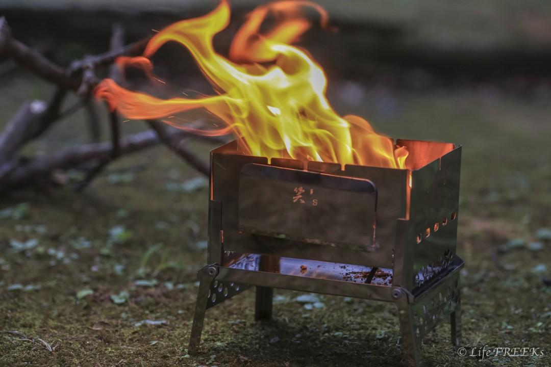 ソロキャンプにおすすめの焚き火台B6君