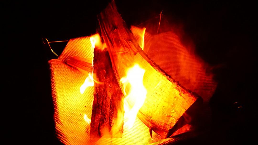 ソロキャンプにおすすめの焚き火台モノラル