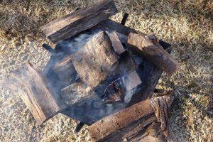 【質問コーナー】ファイアグリルでの薪の組み方ってどうすりゃ効率良い感じ?