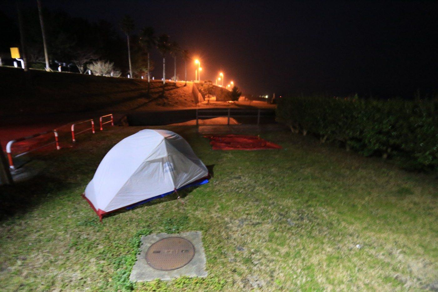 無料で無人のキャンプ場もある
