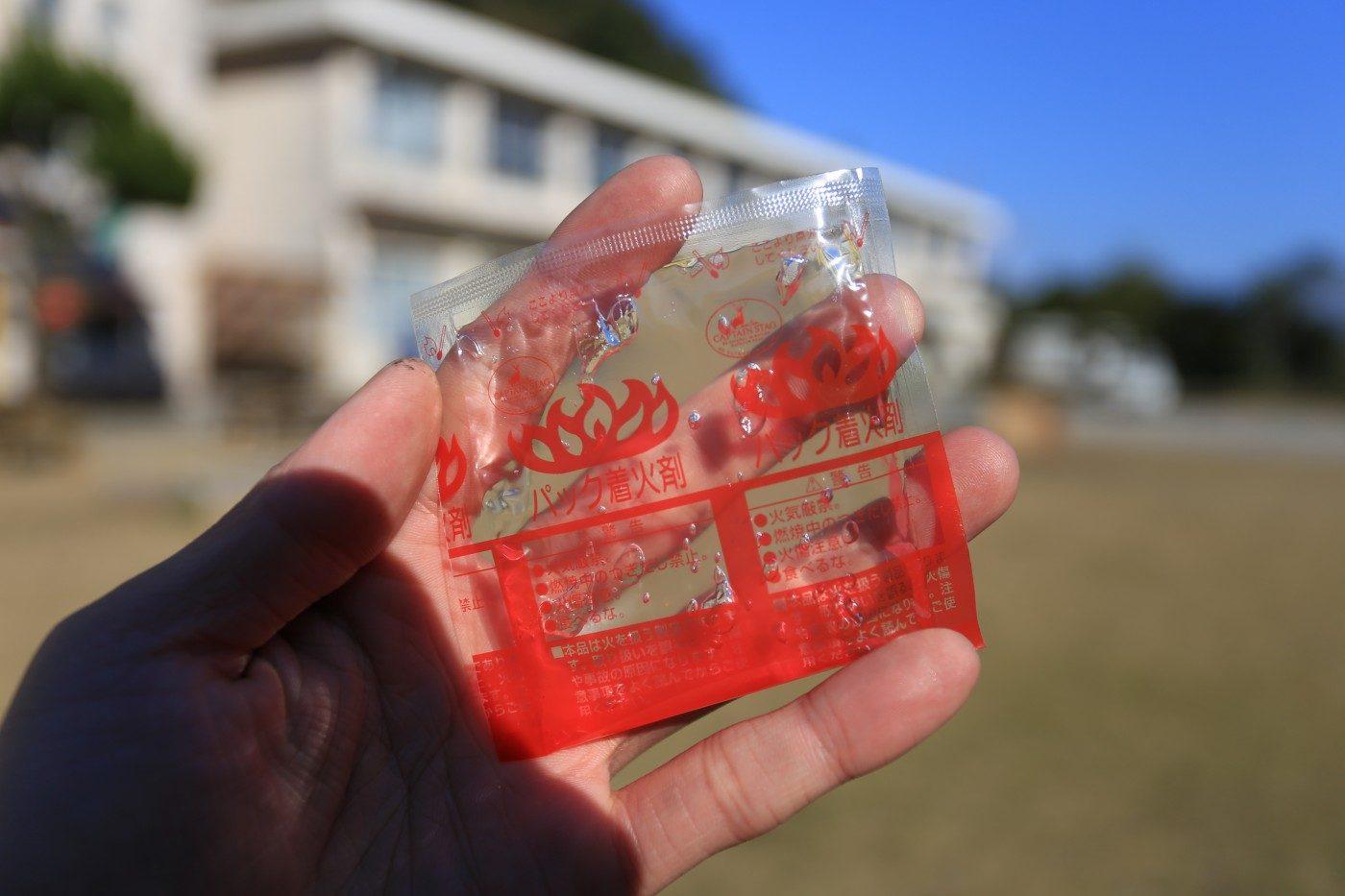 液体着火剤はチューブ型と小袋型がある