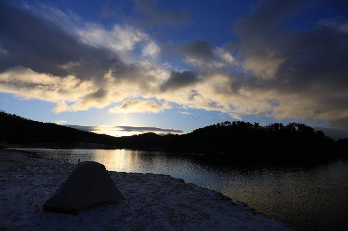 キャンプ場で迎える朝日は筆舌に尽くし難いほど美しい
