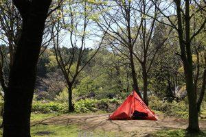 キャンプ、いやちょっとアウトドアを楽しんでみたい。そんな人にオススメの場所がサンタヒルズ。
