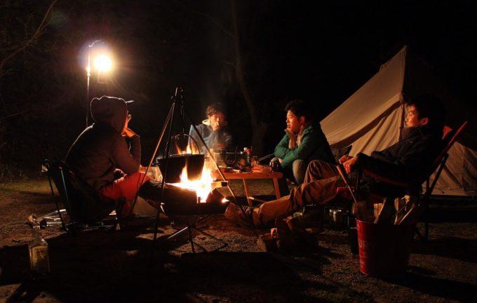 キャンプ用のテーブルは人数を考えて購入する。メインテーブルは大きい方が良い。