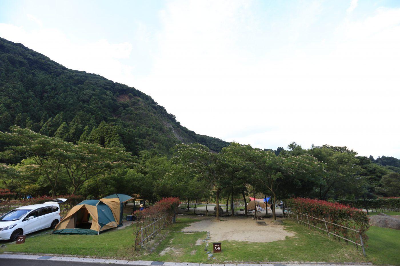 キャンプで雨が降ってしまった時の対策について