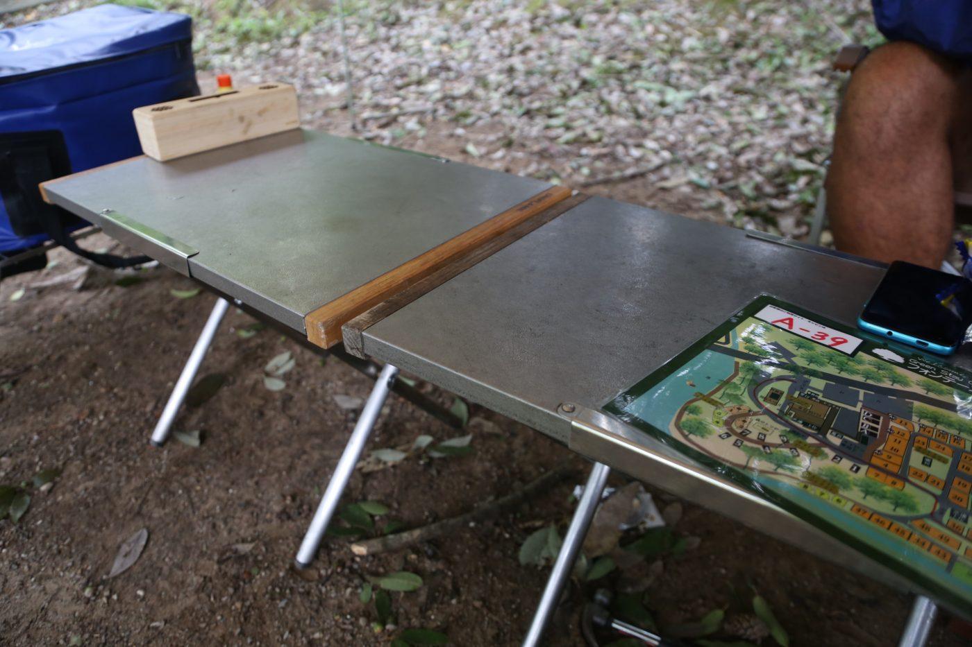 ユニフレームの名品焚き火テーブル。