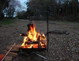【ソロキャンプ初心者向け】初めてのソロキャンプにオススメする焚き火台を紹介