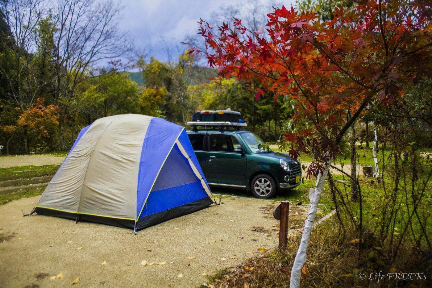 オートキャンプは車をテントの横につけて楽しむキャンプを指す
