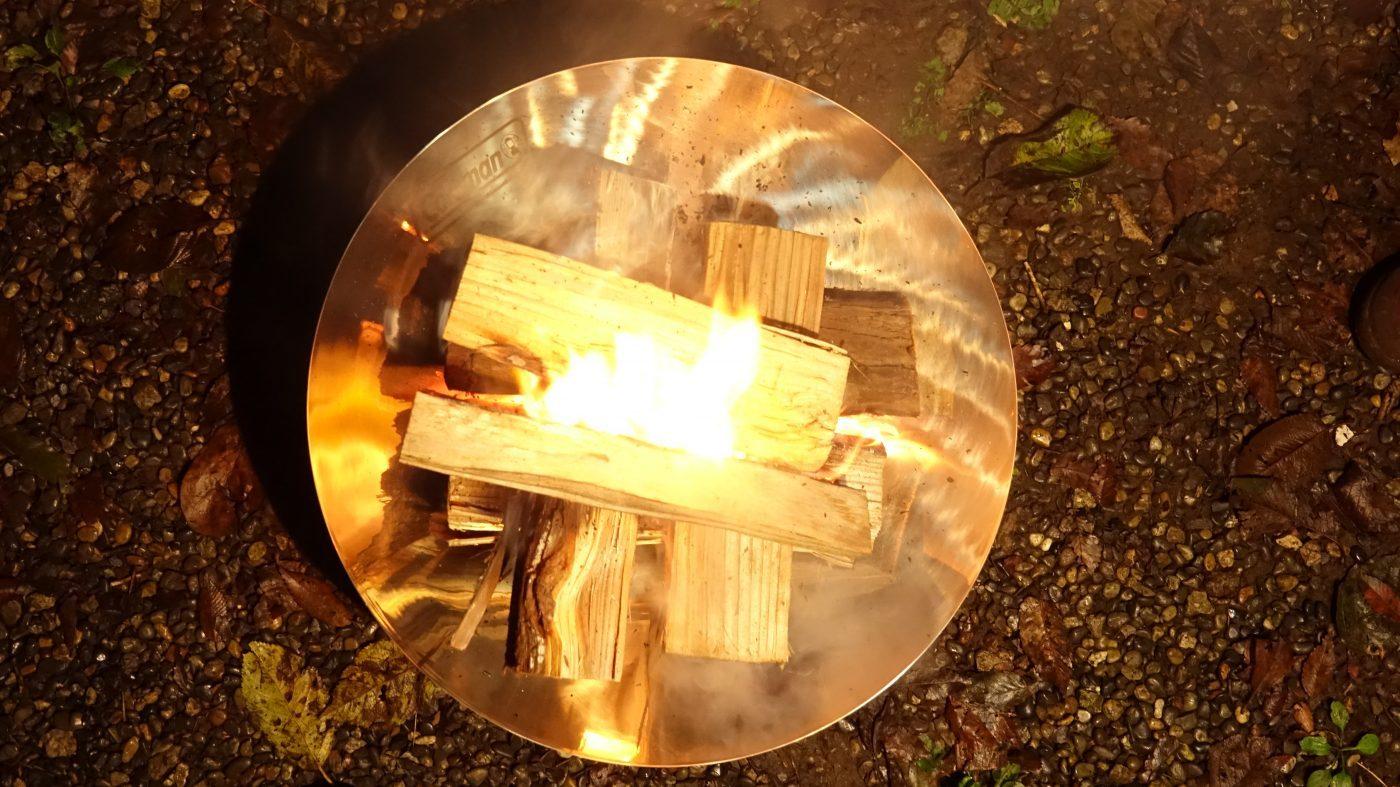 ファイアーディスクは初心者でも十分使える焚き火台