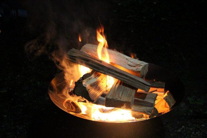コールマン 焚き火台 初火入れ