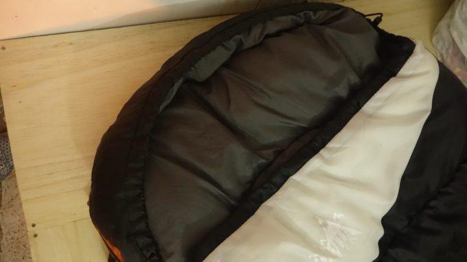 頭周りはマミー型の寝袋