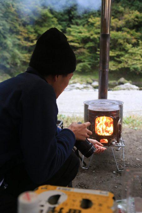 薪ストーブに火入れ。