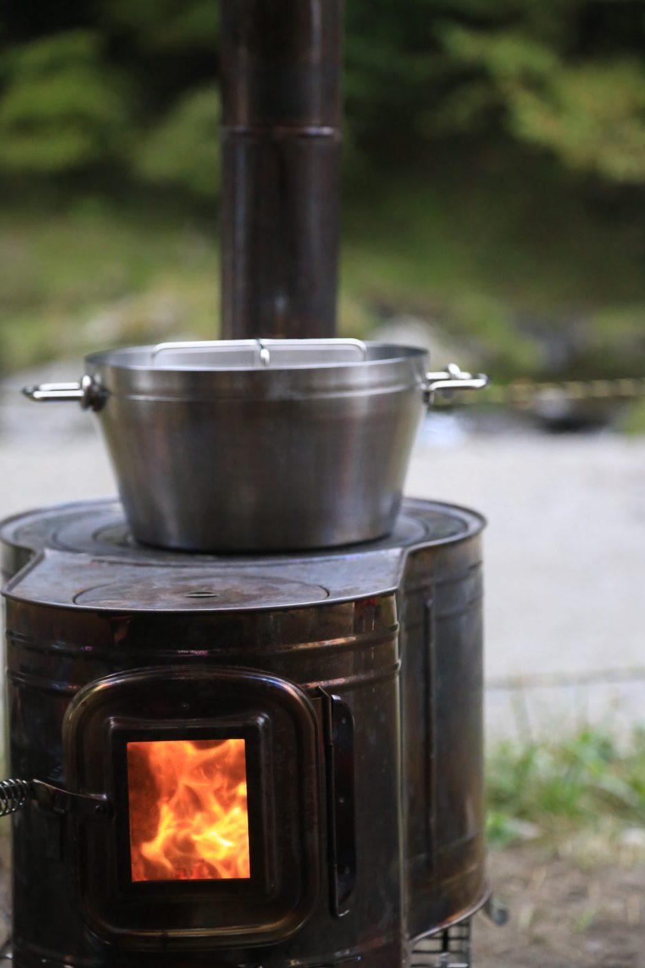 薪ストーブとダッチオーブン