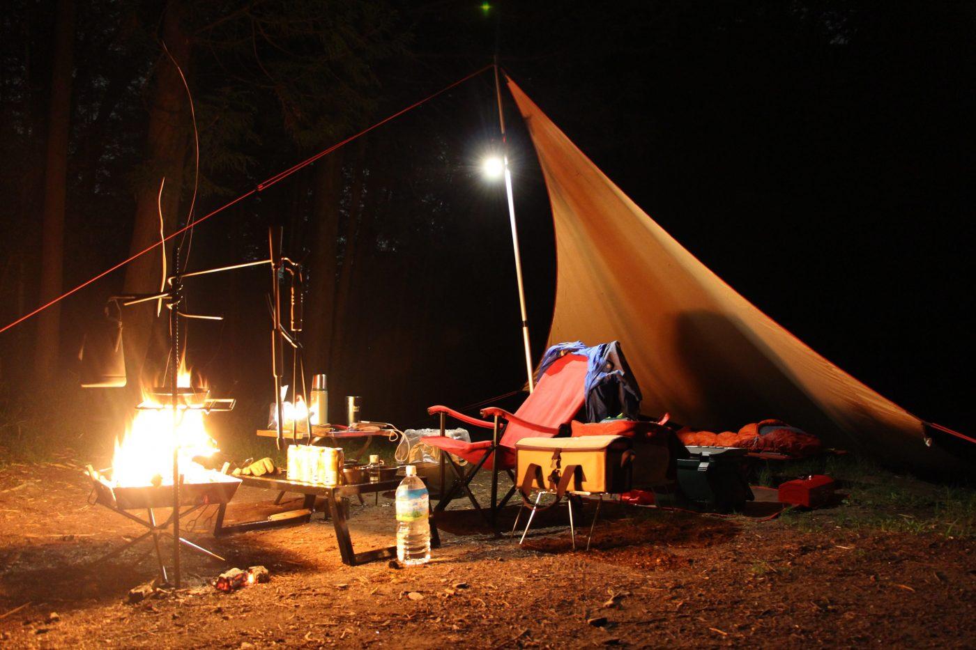 の 焚き火 タープ 下 で 焚き火に強いタープは本当に必要?【必要ならコットン製を選ぼう】|ブッシュクラフトビギナー