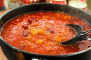 【キャンプ飯レシピ】チリコンカンは簡単なのにオシャレな、ツマミにちょうどええやーつ。