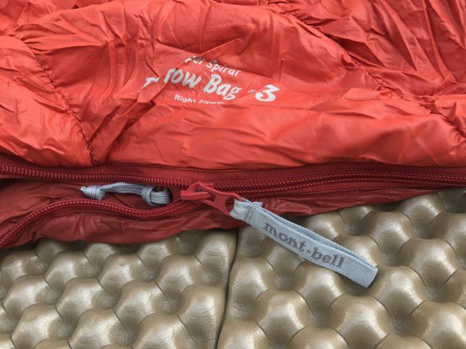 バロウバッグ#3はチャックの部分が寝袋をかみやすい。