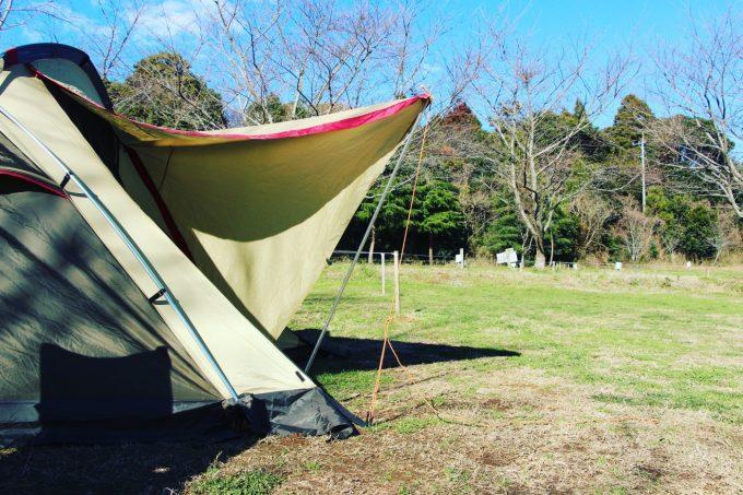 テントの出入り口はポールを1本使うといい。