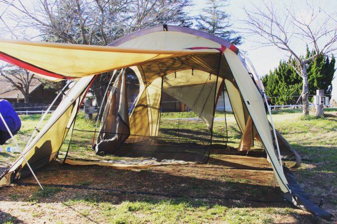 早く乾かすならテントの開口部を全て開ける。
