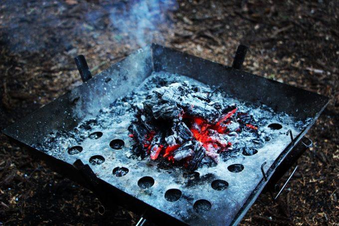 焚き火終わりの熾火
