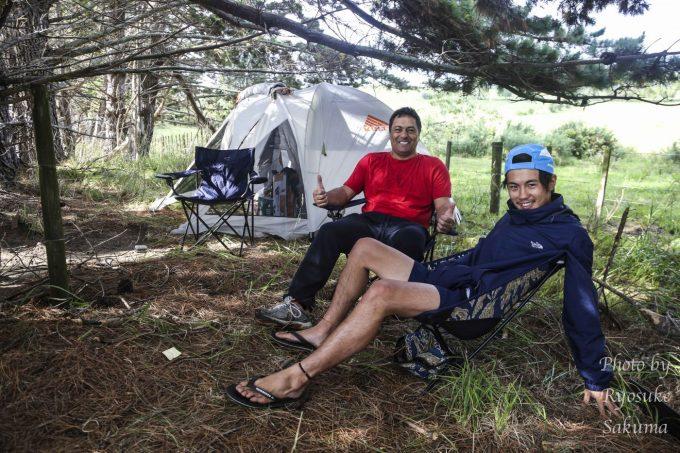 マオリの人とキャンプ