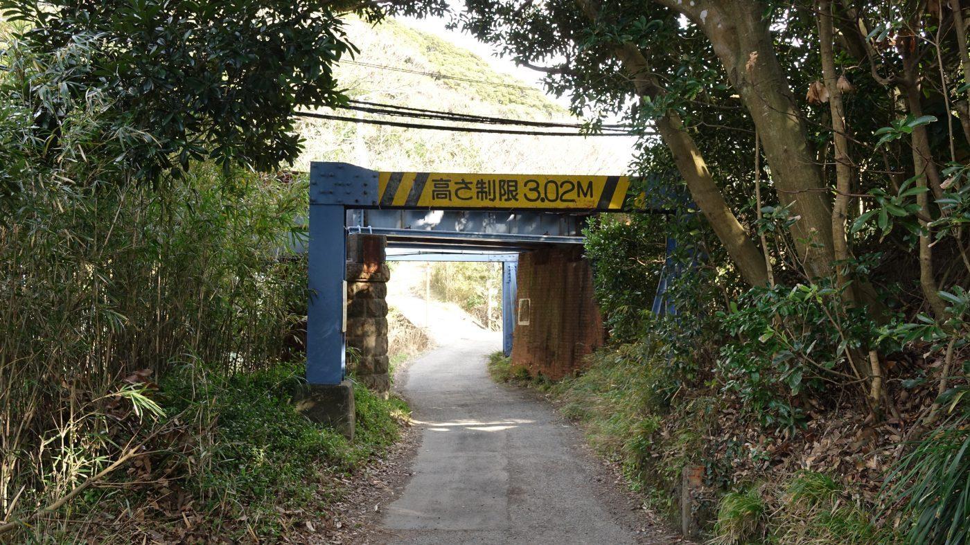 鋸山の登山道への道