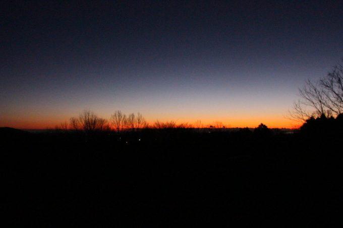 キャンプ場で見る朝焼けも綺麗