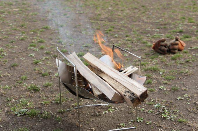 ピコグリルは40センチ近い薪でも焚き火出来ちゃう。