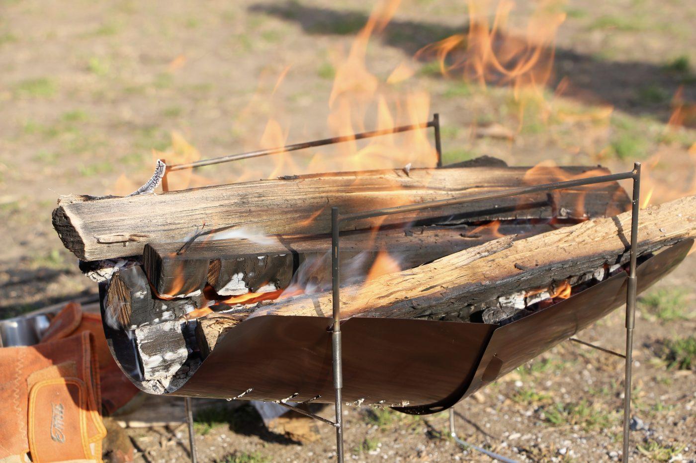 ソロキャンプにおすすめの焚き火台ピコグリル