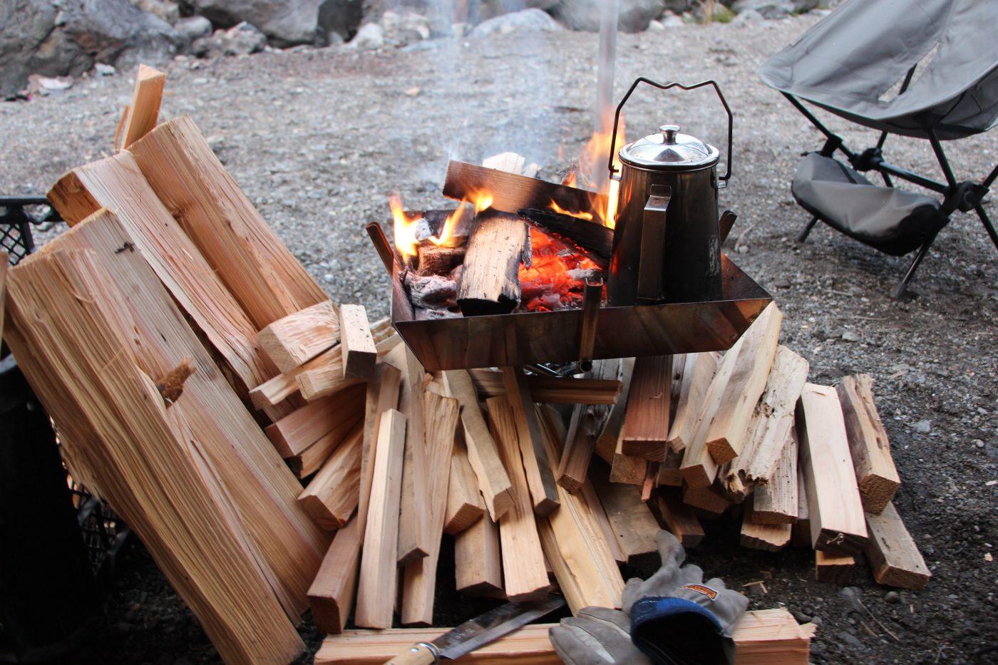 薪 を くべる 意味