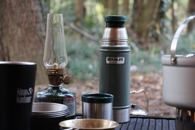 キャンプで水は水筒やウォーターボトルで持っていきます。