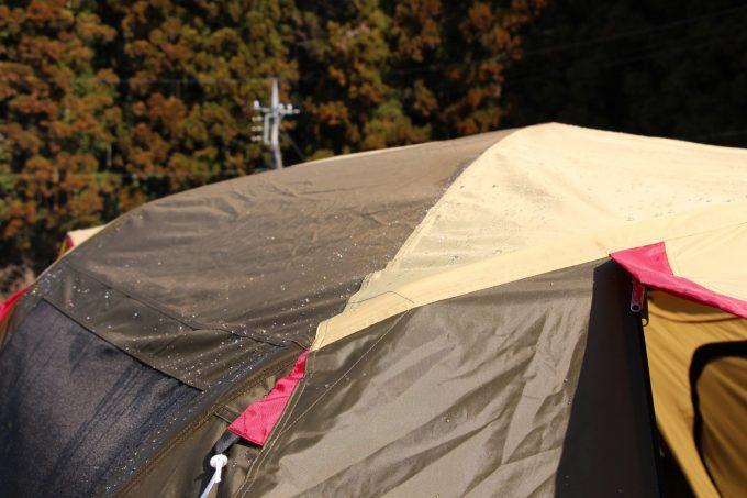 雨に濡れたツールームテント