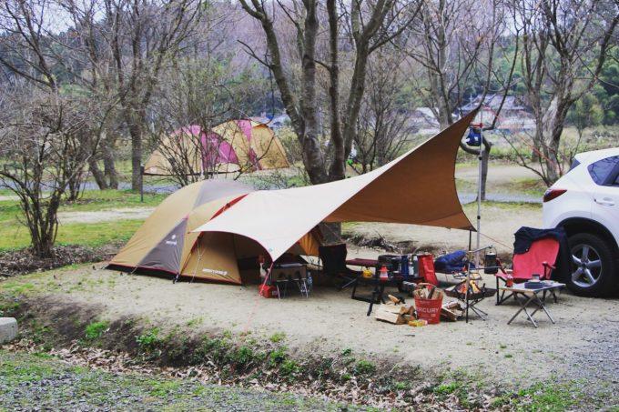 張り綱を張るとテントを綺麗にみせます