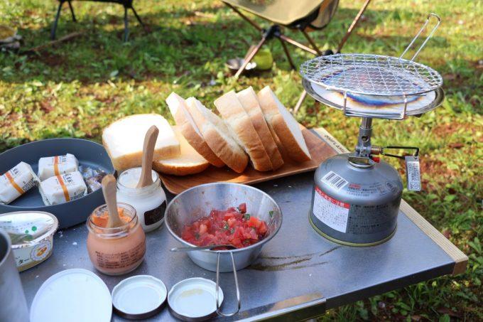 グループキャンプでも料理は一品持ち寄り。買出しも各々でいいでしょう。